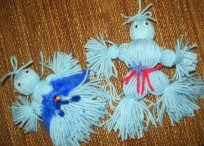 making yarn dolls