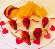 strawberry mice valentine snack.