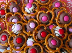 EASY VALENTINE PRETZELS ~ HUGS & KISSES