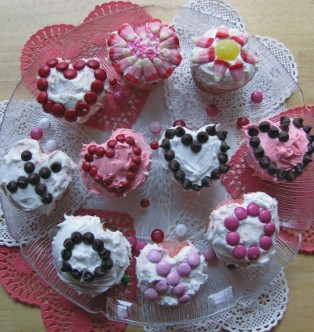 DECORATE VALENTINE CUPCAKES or COOKIES