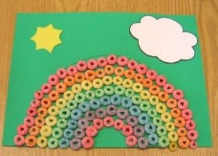 rainbow arts and craft ideas for kids. This is a fruit loops rainbow.