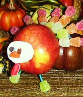 Apple Snack Idea: This great snack idea is great for autumn and Thanksgiving. It's also a great apple craft idea.