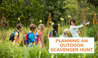 How to plan an outdoor scavenger hunt with kids.